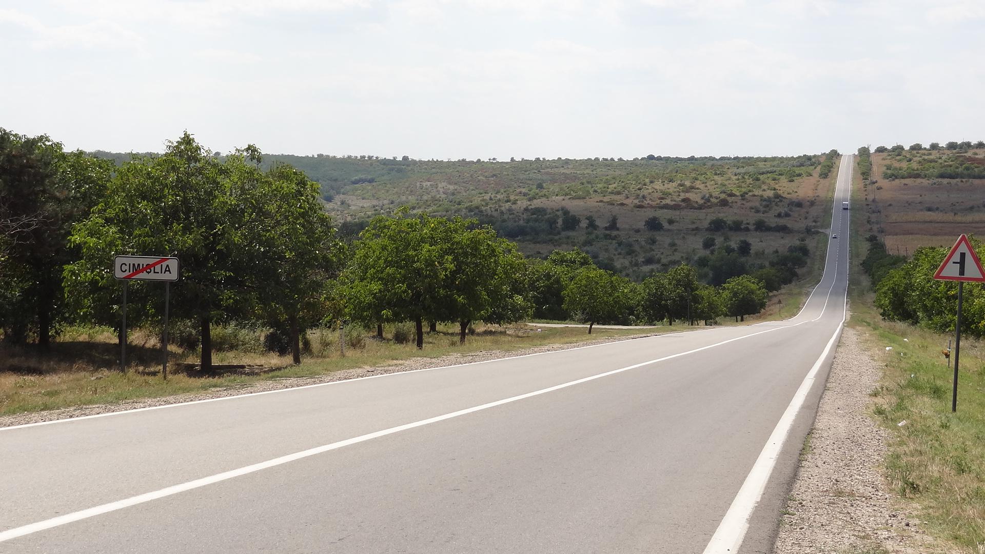В Молдове объявлен новый международный конкурс по отбору подрядчиков для ремонта двух участков дорог на средства кредита ЕБРР.